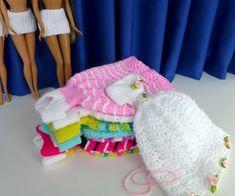 Puppenkleid stricken // Ballkleid für Puppen Crochet Doll Clothes, Dolls, Children, Designs, Balls, Dress Fashion, Beautiful Dresses, Granddaughters, Fashion Books