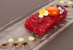 Tartar de atún con wasabi, emulsión de soja y yema de huevo curada | Jordi Angli