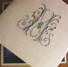Elisabetta hand embroidery: sewing box in Valdagno Embroidery Letters, Embroidery Fonts, Ribbon Embroidery, Machine Embroidery, Embroidery Designs, Monogram Design, Monogram Fonts, Monogrammed Napkins, Linens And Lace