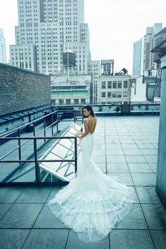 An absolute vision in white, Rumi Neely looked perfect in Prusia style back at our #PronoviasItBrides shoot in NYC!