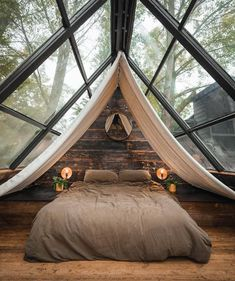 A Frame Cabin, A Frame House, Dream Home Design, My Dream Home, Tiny House Cabin, Tiny Houses, Forest House, Beautiful Hotels, Dream Rooms