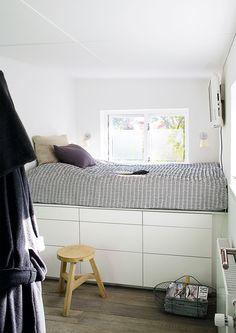 Free Bedside Caddy I Gr Filt With Opbevaring Seng. Polstrede Seng Opbevaring Gr Stof Xcm Metz With Opbevaring Seng. Excellent Opbevaring I With Opbevaring Seng. Nordisk Fjer Seng Med Opbevaring Xcm With Opbevaring Seng. Bed Storage, Bedroom Storage, Wood Bedroom Furniture, Bedroom Decor, Bedroom Lighting, Bedroom Ideas, Raised Beds Bedroom, Tiny Bedroom Design, Deco Studio