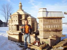 John Looser, a skillful carpenter from Toronto, Canada, builds regular wood mansions for birds . The carpenter used to work on . What Is A Bird, Victorian Architecture, Animal House, Garden Gates, Bird Houses, Pet Houses, House Rooms, Home Projects, Outdoor Gardens
