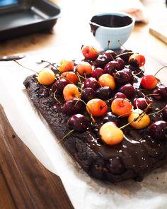Leftover bread cake with chocolate and cherries (torta di pane e cioccolato) recipe Cherry Bread, Cherry Cake, Dry Bread, Stale Bread, How To Make Cake, Food To Make, Chocolate Bread Pudding, Chocolate Cake, Italian Chocolate