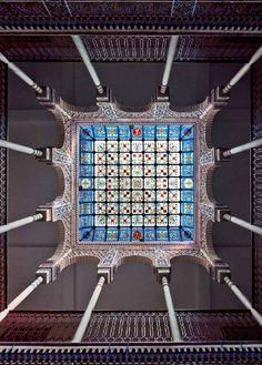 Stained-glass skylight over Casa Zapata's neo-Nasrid courtyard (Víctor Beltrí, 1910). Vidriera de cristal del patio neonassarita de la *Casa Zapata*, de Víctor Beltrí (1910). Cartagena. Spain  Photo/Foto: ©Comisión Beltrí 2012