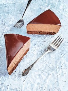 This mousse cake is an homage to the cornerstone frozen dessert of our childhood—the McCain Deep 'n Delicious cake—just in time for the holidays. Mousse Dessert, Chocolate Mousse Cake Filling, Chocolate Desserts, Cake Chocolate, Sweet Recipes, Cake Recipes, Dessert Recipes, Chocolat Cake, Frozen Desserts