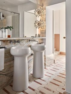 This one is absolutely ingenious. Playing with the washbasin contemporary shape and with the mix of pattern styles in the floorings and wall covering, the Palazzo Avino project brings us a different combination that goes perfectly well.