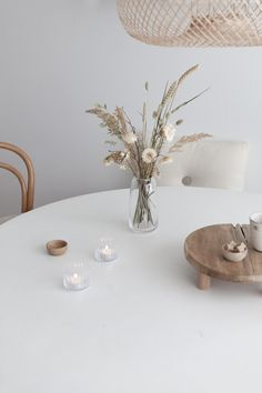 Simple Flowers, Dried Flowers, Home Living Room, Living Room Decor, Dried Flower Arrangements, Ceramic Tableware, Interior Plants, Decoration, Home Goods