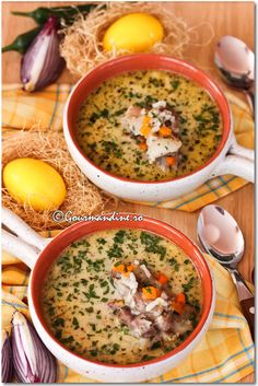 Ciorba de miel cu tarhon si smantana Romanian Food, Romanian Recipes, Oriental, Warm Food, Easter Recipes, Cheeseburger Chowder, Bacon, Curry, Good Food
