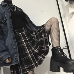 Skirt Outfits Grunge Plaid Super Ideas Source by clothes Mode Grunge, Grunge Look, Grunge Style, Goth Style, Edgy Outfits, Mode Outfits, Skirt Outfits, Fashion Outfits, Tartan Skirt Outfit