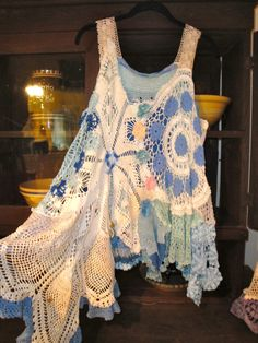 Luv Lucy Lucy's Lake Garden - WOW.  This is a fabulous late summer top!