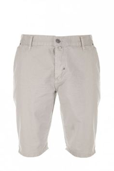 #Nautical: Beige shorts, ideal for summer, available at Intro