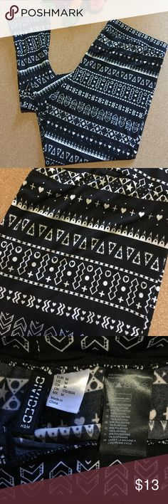 Patterned leggings from H&M, black and white Black and white patterned leggings. Super soft and silky to the touch. Easy to wear and dress up with heels or boots. H&M Pants Leggings