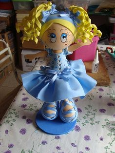 bailarina fun foam doll (photo ONLY for reference). Paper Mache Crafts, Foam Crafts, Birthday Party Centerpieces, Centerpiece Decorations, Diy Crafts For Gifts, Arts And Crafts, Fondant Cake Toppers, Fairy Dolls, Doll Face