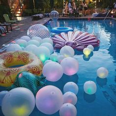 """Urban Outfitters op Instagram: """"Not to brag, but we threw the best pool party EVER with some @UOMiami employees. ✨ See more of this glow in the dark magic on the UO Blog! #USatUO #UOHome :@themagdalenaexperience"""""""