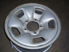 2003 Vitara Wheel!!!  Call Alan 800-605-0508!!!!  More Parts For This Vehicle are Available!!