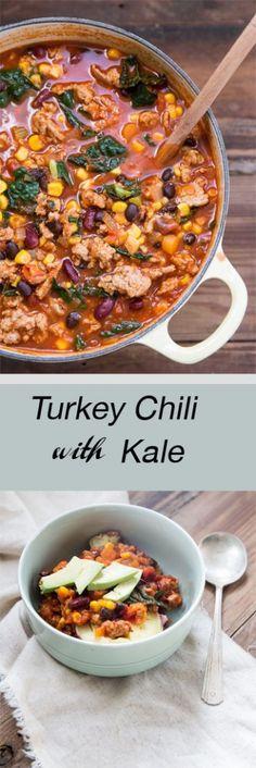 Healthy Turkey Chili with Kale Recipe • theVintageMixer.com #chili #turkeychili…