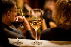 Genießen: Kultur & Wein White Wine, Red Wine, Alcoholic Drinks, Friends, Glass, Living Room, Visual Arts, Wine, Culture