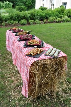 ideas vintage wedding food table receptions for 2019 Fall Wedding, Rustic Wedding, Our Wedding, Vintage Style Wallpaper, Picnic Time, Reception Table, Bridal Shower Decorations, Picnic Blanket, Exterior