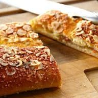 Danish Food, Bread Cake, Food Cakes, Cakes And More, Banana Bread, Cake Recipes, French Toast, Deserts, Brunch