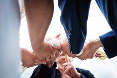 Auch wenn es mancher kitschig findet - weiße Tauben zur Hochzeit lassen sich immer toll fotografieren. Und ein besonderer Moment ist es auch... #weissetauben #hochzeitstauben #hochzeitszeremonie #hochzeitstag #braut2019 #brautpaar #brautdüsseldorf #hochzeitsbräuche #hochzeitmittauben