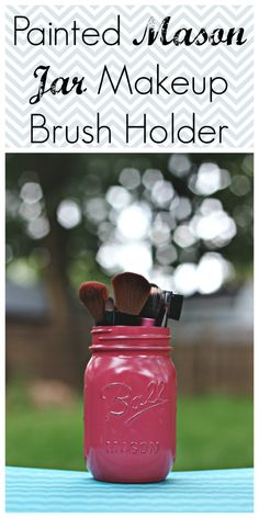 Painted Mason Jar - Shown as a makeup brush holder but could easily be used to hold flowers for a centerpiece! Diy Arts And Crafts, Diy Crafts For Kids, Jar Crafts, Diy Craft Projects, Uses For Mason Jars, Mason Jar Gifts, Dresser Organization, Makeup Brush Holders, Painted Mason Jars