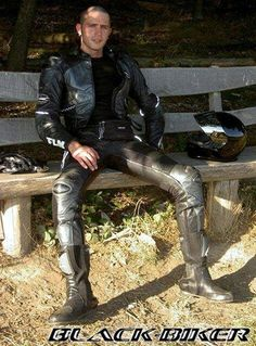 Veste Homme Bon Look - Nightmare Hours: clothing, make up, and hair - Trend Motorcycle Men, Motorcycle Outfit, Motard Sexy, Bike Leathers, Mens Leather Pants, Leder Outfits, Herren Outfit, Hommes Sexy, Men In Uniform