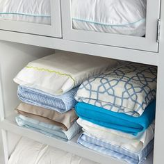 Most Brilliant Way To Fold And Store Bed Sheets. Would Konmari Fold Sheets This Way? This allow more sheets to fit in your linen closet. Linen Closet Organization, Closet Storage, Office Organization, Clothing Organization, Clothing Storage, Storage Room, Kitchen Storage, Flat Sheets, Bed Sheets