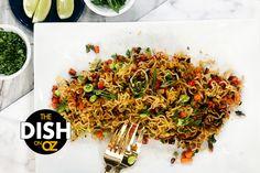 Jamika Pessoa's Crispy Ramen Veggie Bowl - The Dr. Oz Show Veggie Bowl Recipe, Veggie Recipes, Asian Recipes, Cooking Recipes, Ethnic Recipes, Shredded Chicken Recipes, Vegan Dishes, Ramen Noodles, The Dish