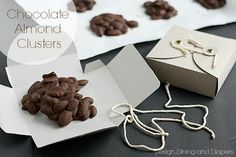 Homemade Chocolate Almond Clusters Taryn Whiteaker Homemade Chocolate Almond Clusters with cute gift boxes. Great gift idea for the Holidays via Source by TarynWhiteaker Homemade Gift Boxes, Homemade Candies, Homemade Chocolates, Best Christmas Gifts, Christmas Treats, Holiday Gifts, Cute Gift Boxes, Cute Gifts, Chocolate Clusters