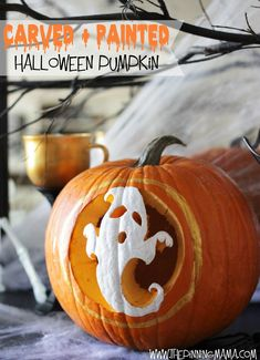 The EASIEST way to carve a pumpkin. Plus, make your pumpkin perfect day or night decor with these easy tips!!! #pumpkinmasterskit #halloween #pumpkin #sponsored