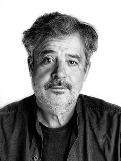 Carlos Iglesias Serrano es un actor, director de cine y guionista español. Es especialmente conocido por haber interpretado el papel de Benito Lopera en la serie Manos a la obra.