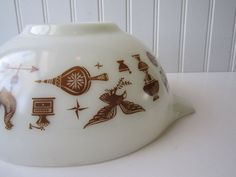 Vintage Pyrex Early American Brown White Cinderella by jenscloset, $14.50