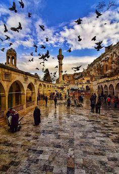 Sanliurfa Turkey - Information Travel Route, Places To Travel, Places To Visit, Travel Europe, Travel Packing, Turkey Tourism, Turkey Travel, Travel Drawing, World's Most Beautiful