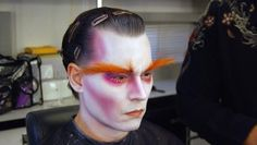 Johnny Depp getting into hair & makeup for Alice in Wonderland! Recreate his eccentric look with this Alice in Wonderland Mad Hatter Makeup Tutorial Mad Hatter Cosplay, Mad Hatter Makeup, Mad Hatter Party, Mad Hatter Costumes, Costumes Kids, Halloween Costumes, Johnny Depp Mad Hatter, Alice In Wonderland Makeup, Theatrical Makeup