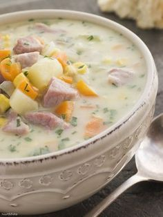 This is an incredible chowder for a chilly evening. Although the recipe makes 8 servings do not halve it because this chowder freezes really well, and you can freeze it in portions then thaw a couple out the night before you want to enjoy this. Slow Cooker Corn Chowder, Bacon Corn Chowder, Chowder Recipes, Easy Soup Recipes, Cooking Recipes, Nutrition Meal Plan, Nutrition And Mental Health, Nutrition Education, Ham And Potato Soup