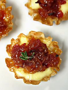 1 pack mini phyllo cups (I used Athens) 4 oz brie cheese 8 slices bacon cup apricot jam (I used Polaner) 2 tbsp apple cider vinegar Thyme for garnish.or just Brie and fig jam Finger Food Appetizers, Appetizer Recipes, Breakfast Appetizers, Mini Appetizers, Party Recipes, Salad Recipes, Breakfast Recipes, Phyllo Cups, Second Breakfast