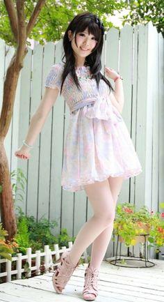 Lovin Japanese gyaru fashion . So Kawaii!