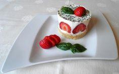 Kleine Erdbeer - Törtchen ... - ... mit Basilikum - Panna Cotta