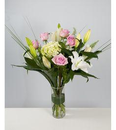 Vous savez aussi que ce bouquet de lys, roses et hortensia la fera craquet pour la Saint Valentin. Pourquoi hésiter?   #SaintValentin