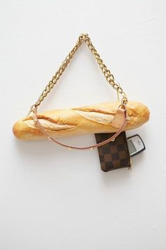 Artist Chloe Wise has created a series that blends together luxury fashion and bread, such as Chanel bagel bags and Prada Louis Vuitton backpacks. Baguette Bread, Novelty Bags, Novelty Handbags, Chica Cool, Bread Bags, Louis Vuitton Backpack, Unique Purses, Unique Bags, Barbie World