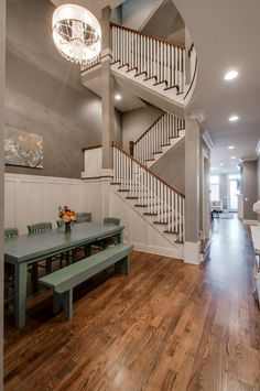 """Nashville Bachelorette Party's Dream House! Sleeps 14! 7 Beds, 4 Full Bathrooms, Rooftop Balcony, Full Luxury Chef's Kitchen, 65"""" flat screen in living room! This is a dream come true!"""