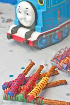 Planning a Thomas the Train themed birthday party? You will want to check out these Thomas inspired chocolate covered pretzel party favors!