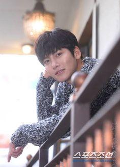 최근 종영한 tvN 드라마 '더 케이투'의 주인공 지창욱이 14일 이태원의 한카페에서 스포츠조선과의 인터뷰에 응하고 있다. 지창욱은 'The K2' (더 케이투)에서 ...