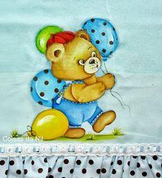 fralda azul com pintura de ursinho e balões