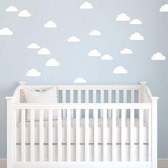 30 adesivos nuvem em PVC podem ser a solução ideal para aquela parede que andava sem charme Fácil de instalar, basta escolher um local liso, limpar e colar  (Tamanho unitário: 10cm)