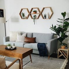 Decorated Environments in Oriental and Japanese Style - Home Fashion Trend Geometric Shelves, Honeycomb Shelves, Hexagon Shelves, Living Room Decor, Bedroom Decor, Wall Decor, Modern Bedroom, Hanging Shelves, Floating Shelves