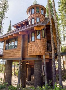 Snow Bear Chalets - Luxury Vacation Rental Treehouses On Whitefish Mt! Beautiful Tree Houses, Cool Tree Houses, Beautiful Homes, Tiny House Cabin, Cabin Homes, Luxury Tree Houses, Backyard Swings, Tree House Designs, Cabin In The Woods