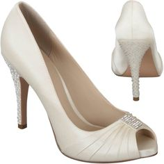 Bellissima Bridal Shoes is a top provider of wedding shoes online. Our selections include a wide selection of heels, flats and sandals from high-end designers. Bridal Flats, Wedding Flats, Ivory Wedding, Wedding Bride, Wedding Dresses, Pump Shoes, Shoes Heels, Wedding Shoes Online, Crystal Shoes