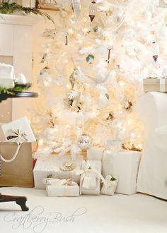 Craftberry Bush: The white Christmas tree.... #laylagrayce #decor #holiday